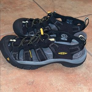 NEW Keen Newport H2 Women's 5 Black